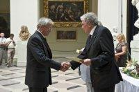 Sipos Gábor átveszi a Pauler Gyula-díjat Réthelyi Miklós nemzeti erőforrás minisztertől, 2011. aug. 19.